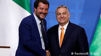 Der stellvertretende italienische Ministerpräsident Salvini und der ungarische Premierminister Orban veranstalten eine gemeinsame Pressekonferenz in Budapest (Reuters/B. Szabo)