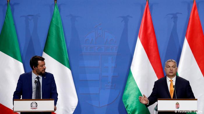 Праві популісти Маттео Сальвіні (зліва) та Віктор Орбан знайшли спільну мову