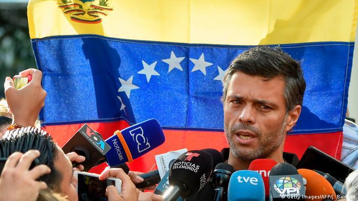 Der Oppositionelle Leopoldo López wurde während des Putschversuches befreit und floh dann in die spanische Botschaft