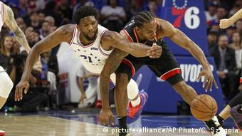 USA NBA Playoffs Philadelphia vs. Toronto | Joel Embiid (picture-alliance/AP Photo/C. Szagola)