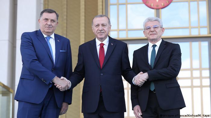 Türkei Mitglieder des Präsidiums von Bosnien und Herzegowina bei Präsident Erdogan (picture-alliance/Xinhua/M. Kaya)