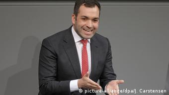 Konstantin Kuhle giving a speech in the Bundestag (picture-alliance/dpa/J. Carstensen)