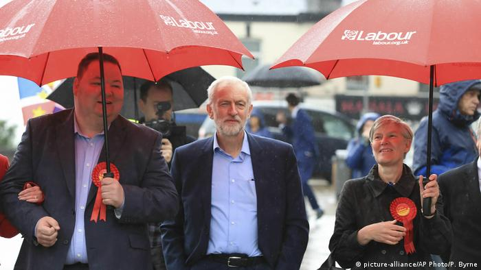 Großbritannien Regionalwahlen Jeremy Corbyn (picture-alliance/AP Photo/P. Byrne)