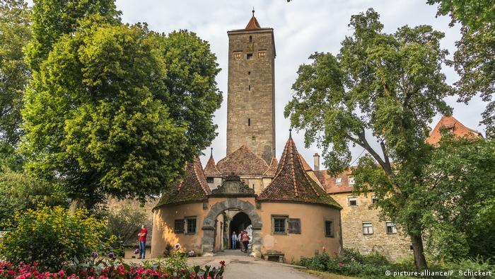The Castle Gate in Rothenburg ob der Tauber (picture-alliance/P. Schickert)