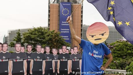 Belgien EU-Kommission Protest gegen Facebook (picture-alliance/AP Photo/G.V. Wijngaert)