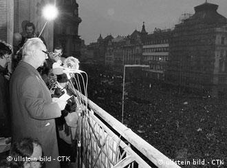 Alexander Dubcek on balcony in front of crowd