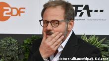 Berlin: Schauspieler Samuel Finzi kommt zur Verleihung des 69. Deutschen Filmpreises Lola