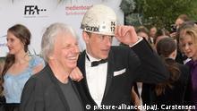 Berlin: Regisseur Andreas Dresen (l) und der Schauspieler Alexander Scheer kommen zur Verleihung des 69. Deutschen Filmpreises Lola