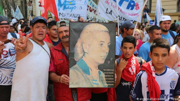 Bildergalerie zum 100. Geburtstag von Eva Peron Streik gegen Präsident Macri (picture-alliance/AA/O. M. Targal)