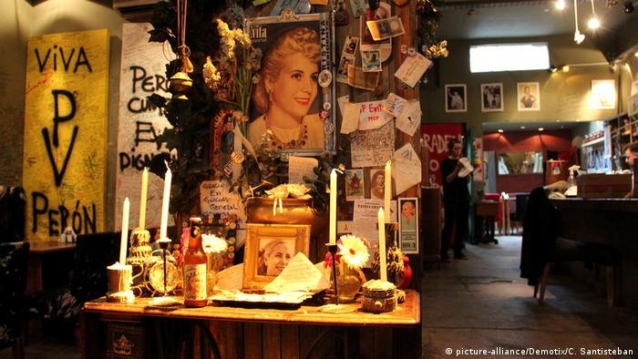 Bildergalerie zum 100. Geburtstag von Eva Peron Biersorte (picture-alliance/Demotix/C. Santisteban)