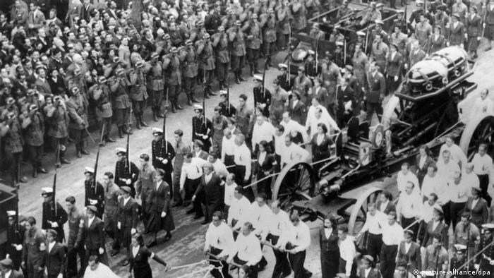 Bildergalerie zum 100. Geburtstag von Eva Peron Beisetzung