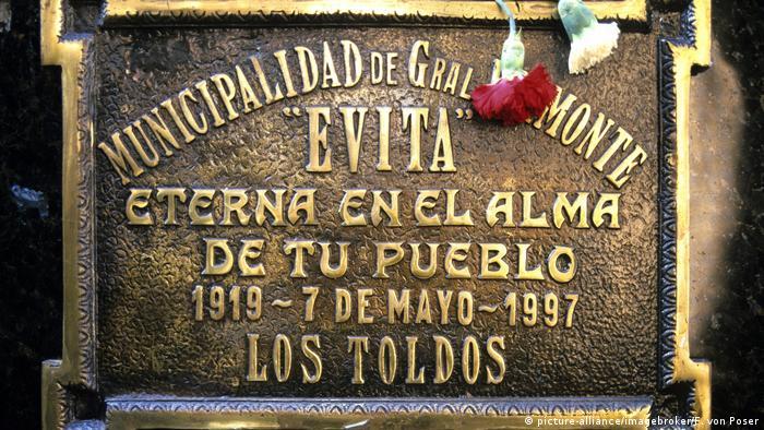 Tumba de Eva Perón en el cementerio de Recoleta, Buenos Aires.