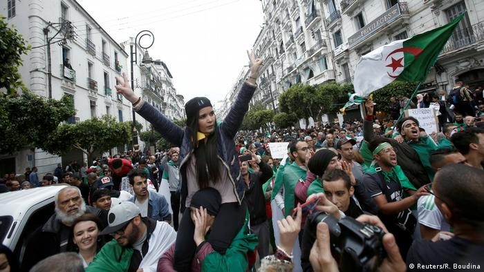 Algerians protest against the government in Algiers (Reuters/R. Boudina)