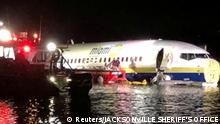 03.05.2019 A Boeing 737 is seen in the St. Johns River in Jacksonville, Florida, U.S. May 3, 2019 in this picture obtained from social media. JACKSONVILLE SHERIFF'S OFFICE /via REUTERS THIS IMAGE HAS BEEN SUPPLIED BY A THIRD PARTY. MANDATORY CREDIT. NO RESALES. NO ARCHIVES.