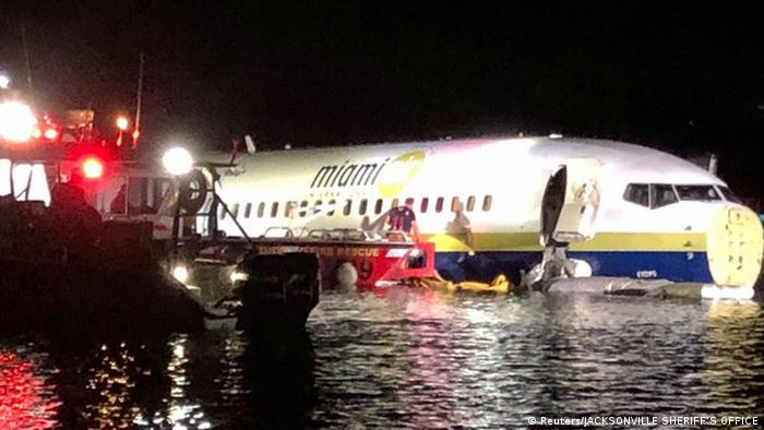 Boeing 737 slides into Florida river with no fatalities   News   DW