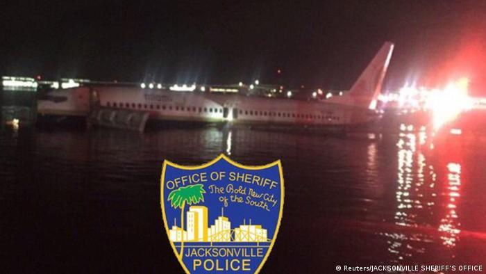 USA Boeing 737 im St. Johns River in Jacksonville (Reuters/JACKSONVILLE SHERIFF'S OFFICE)