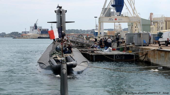 این زیردریایی ساخت فرانسه یکی از کوچکترین و در عین حال کاملترین زیردریاییهای اتمی جهان در رده روبیس است. این زیردریایی در سال ۲۰۱۵ موفق شد در یکی از مانورهای ناتو یک ناو هواپیمابر آمریکا را نابود کند. خبر این تمرین موفقیتآمیز البته به سرعت حذف شد.
