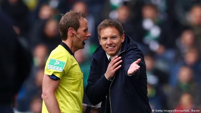 Bundesliga Trainer Laufen Sturm Gegen Neue Karten Regel