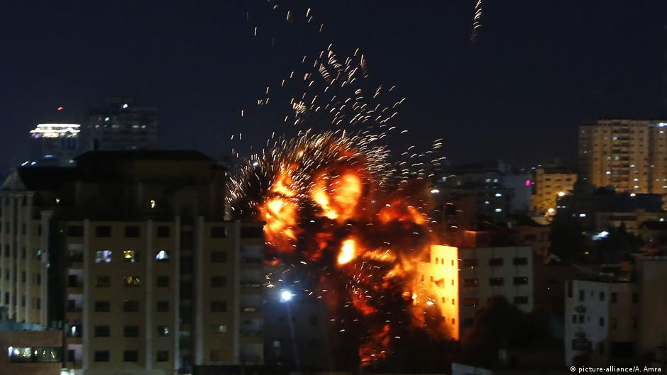 Israel hits offices of Turkish state news agency in Gaza   DW   04.05.2019