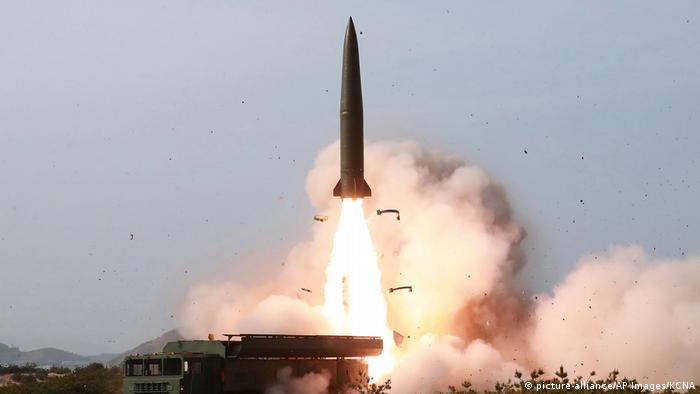 North Korean government photo shows a test of weapon systems (picture-alliance/AP Images/KCNA)