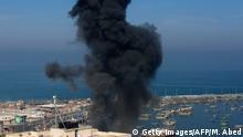 Israel Gaza l Raketenangriffe l Gaza-City Rauch nach Luftangriffen aus Israel