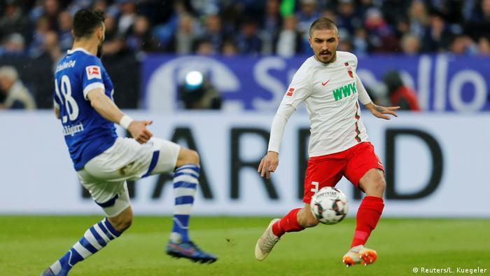 Fußball Bundesliga FC Schalke 04 vs FC Augsburg Spielszene (Reuters/L. Kuegeler)