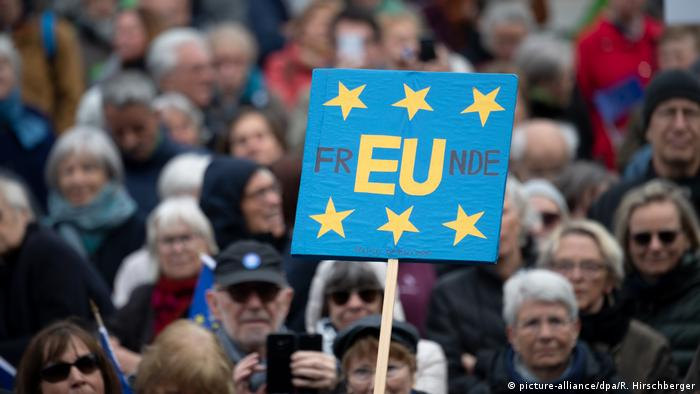 EU Deutschland l Pulse of Europe - Demonstration in Berlin (picture-alliance/dpa/R. Hirschberger)