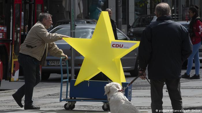 EU Deutschland l Pulse of Europe - Demonstration in Berlin (picture-alliance/dpa/P. Zinken)