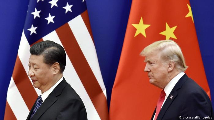 US-Präsident Donald Trump (R) und der chinesische Präsident Xi Jinping in der Großen Halle des Volkes in Peking (picture-alliance/dpa)