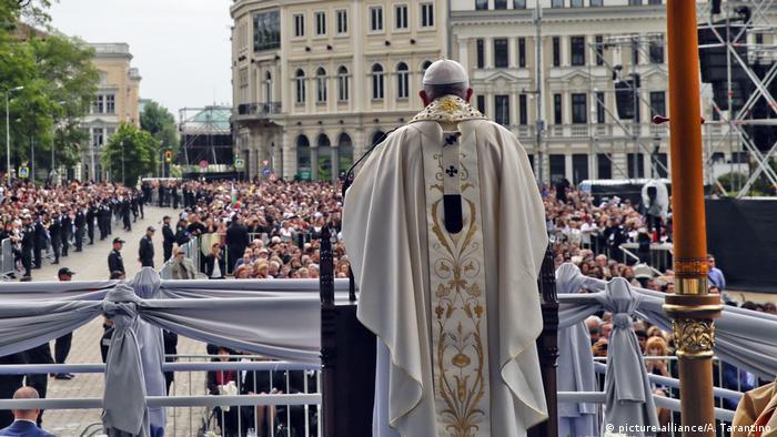 Папата в София