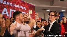 Nord-Mazedonien, Skopje: Präsidentschaftskandidat des amtierenden SDSM Stevo Pendarovski feiert nach vorläufigen Ergebnissen