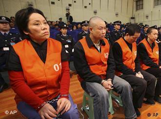 """重庆被监禁警察家人指证王立军""""黑打"""" 酷刑、陷害、威胁"""