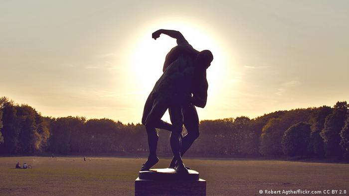statue silhouette in a park (Foto: Robert Agthe/flickr.com CC BY 2.0).