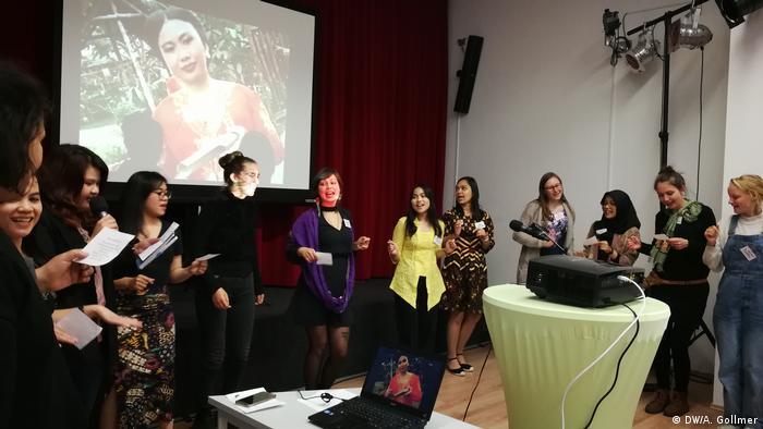 Deutschland Berlin Alumni-Treffen von Darmasiswa   Tanz, indonesisch (DW/A. Gollmer)
