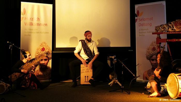 Deutschland Berlin Alumni-Treffen von Darmasiswa   Musik (DW/A. Gollmer)