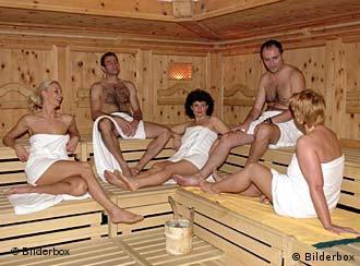 Menschen in einer Sauna