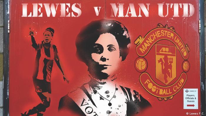 Cartaz promovendo jogo do Lewes contra Manchester United traz retrato da líder feminista Emmeline Pankhurst
