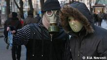 Ukraine Leute mit Mundschutz Schweinegrippe in Kiew