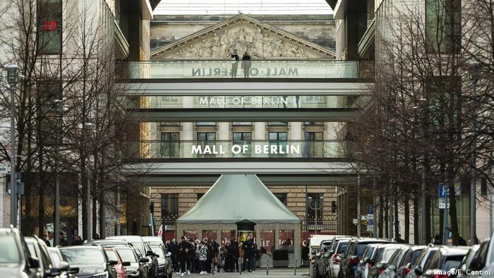 Die Mall of Berlin von außen (Imago/E. Contini)