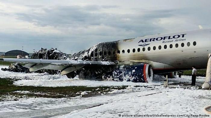 Самолет SuperJet 100 после аварийного приземления и пожара, 5 мая