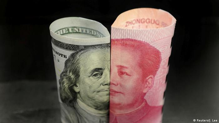USA China l Handelsstreit l Banknoten - Dollar und Yuan