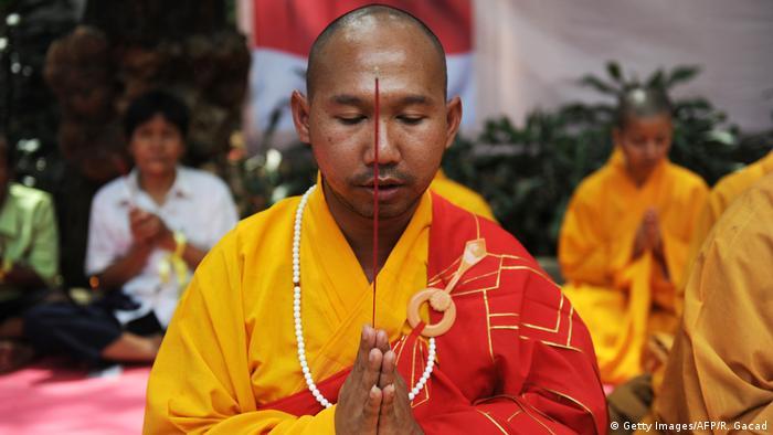 Religion Fastenzeit l Buddhist fastet gegen Korruption in Jakarta (Getty Images/AFP/R. Gacad)