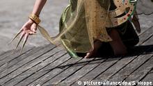 Eine Tänzerin nimmt am 21.05.2016 in München (Bayern) am Vesakh-Fest teil. Das Vesakh-Fest ist der höchste buddhistische Feiertag und erinnert an die Geburt, die Erleuchtung und das vollkommene Verlöschen des Buddha. Foto: Sven Hoppe/dpa   Verwendung weltweit