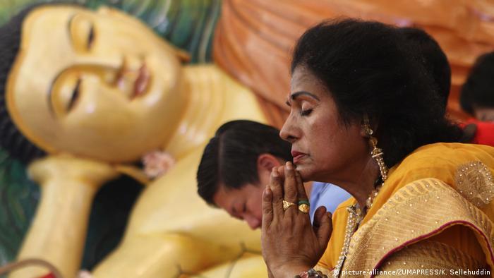 Religion Fastenzeit l Buddhismus in Malaysia - Vesakh-Fest (picture-alliance/ZUMAPRESS/K. Sellehuddin)