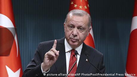 Ερντογάν: Μια στο καρφί και μια στο πέταλο;