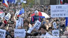06.05.2019, Tschechien, Prag: Thousands of people joined another protest in Prague, Czech Republic, May 6, 2019, protesting against Czech Prime Minister Andrej Babis, his plan to have Marie Benesova installed as justice minister and against what the organising NGO Million Moments for Democracy views as impending attacks on the independence of the judiciary. Protests are simultaneously held in Brno and other Czech towns. (CTK Photo/Michaela Rihova) Foto: Michaela Rihova/CTK/dpa  