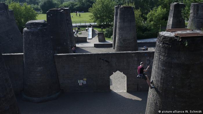 Climbing garden in the landscape park Duisburg (picture-alliance /N. Schmidt)