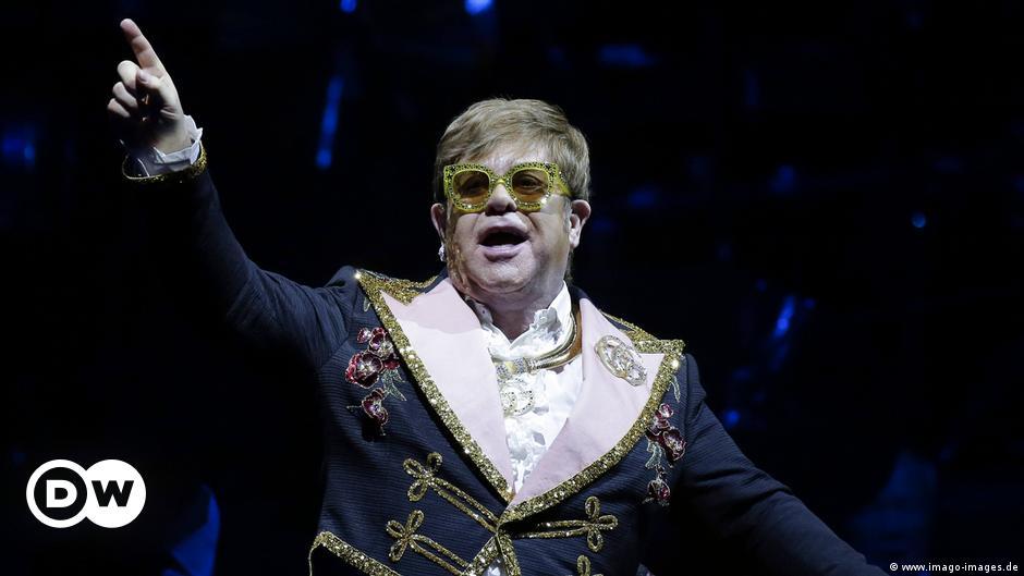 Elton John delays European tour after hip injury