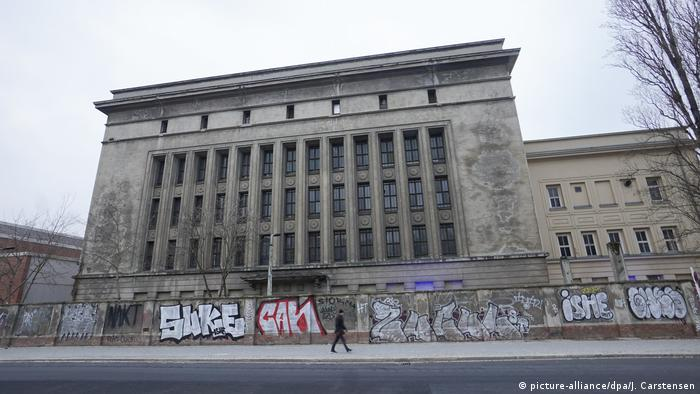 Techno club Berghain from outside (picture-alliance/dpa/J. Carstensen)