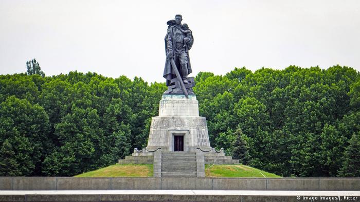 Das Sowjetisches Ehrenmal im Treptower Park (Imago Images/J. Ritter)